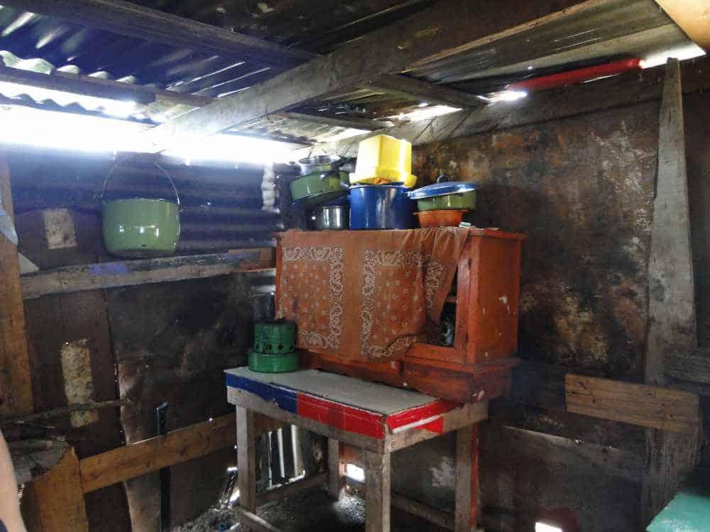 лачуга кухня на свалке